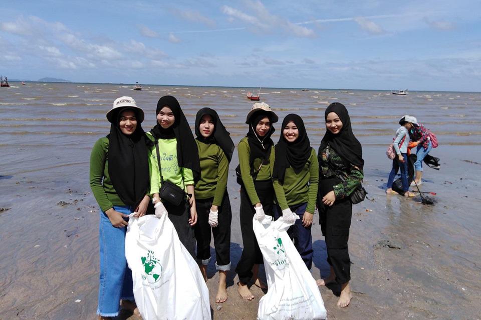 โครงการลดโลกเลอะ ณ ชายหาดบางแสน